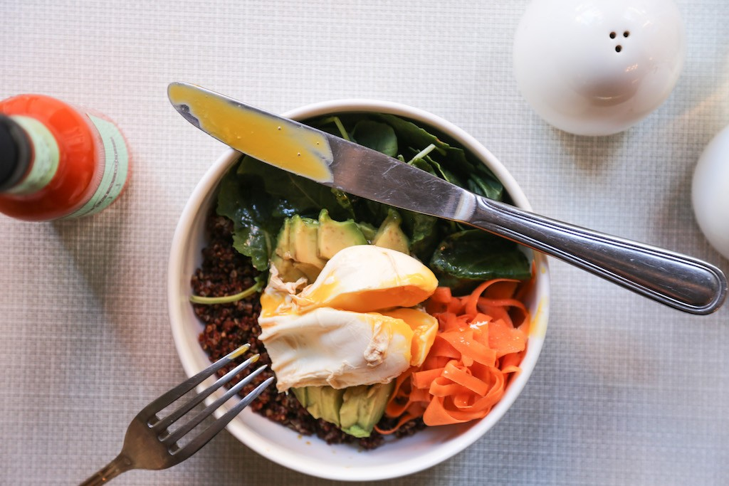 Egg Shop's 'Spandex' bowl with Poached egg, miso quinoa, avocado, pickled carrots, kale | © Katie Burton