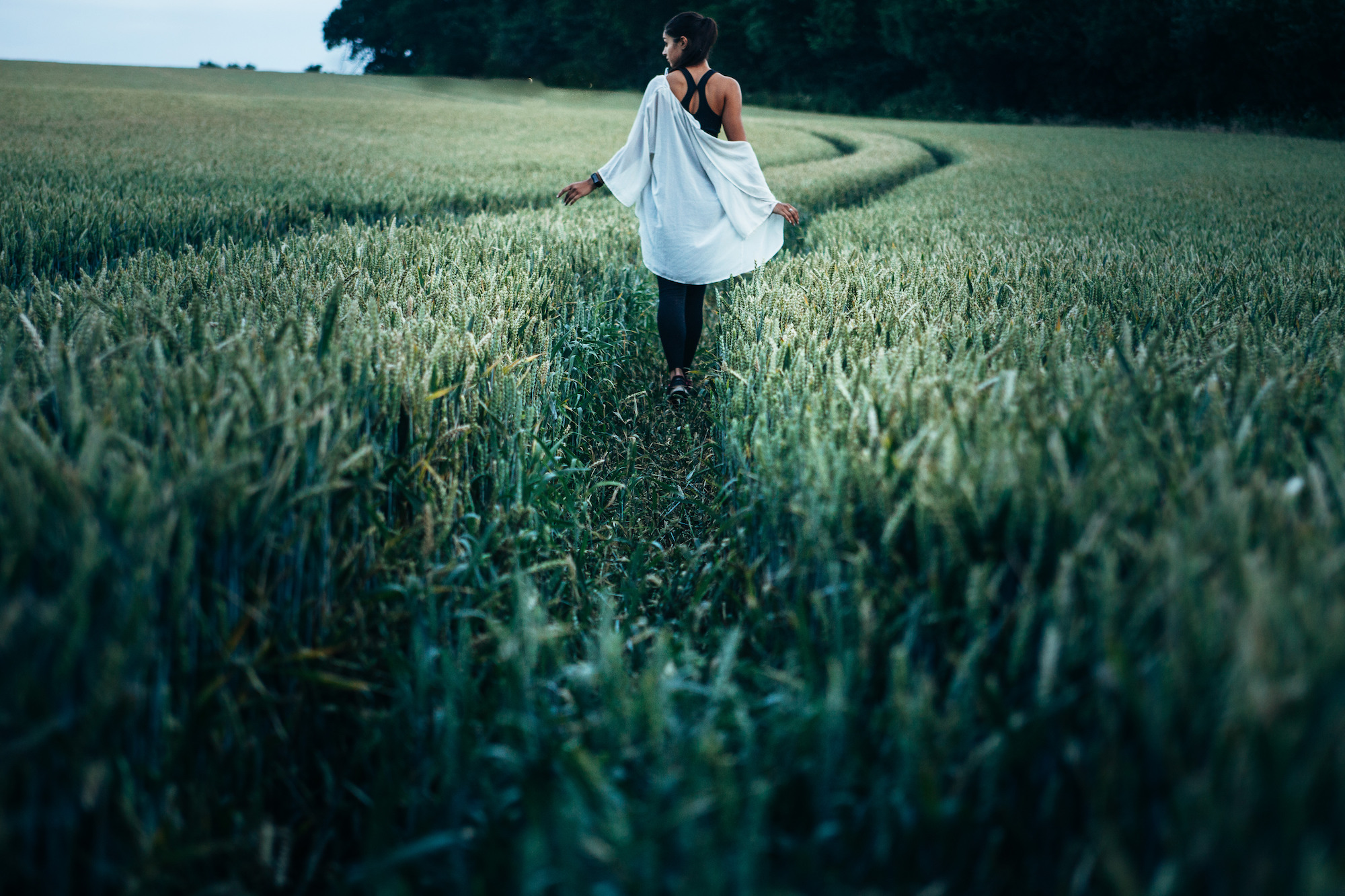 Woman in field |© Unsplash