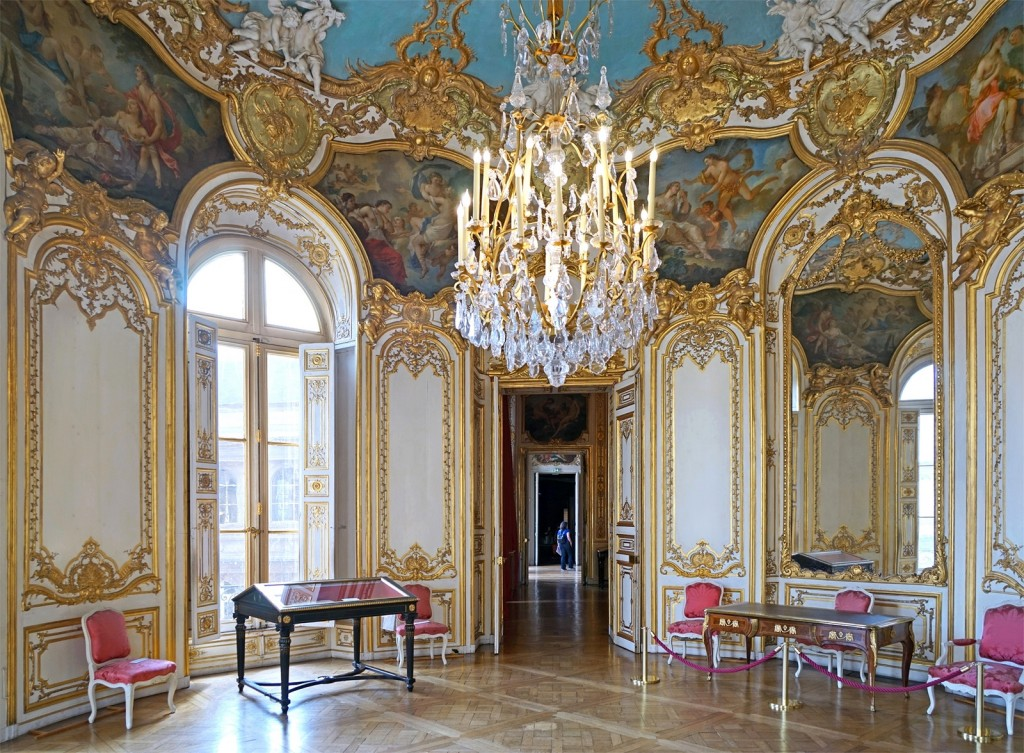 Rococo the height of french flamboyancy for Hotel design france