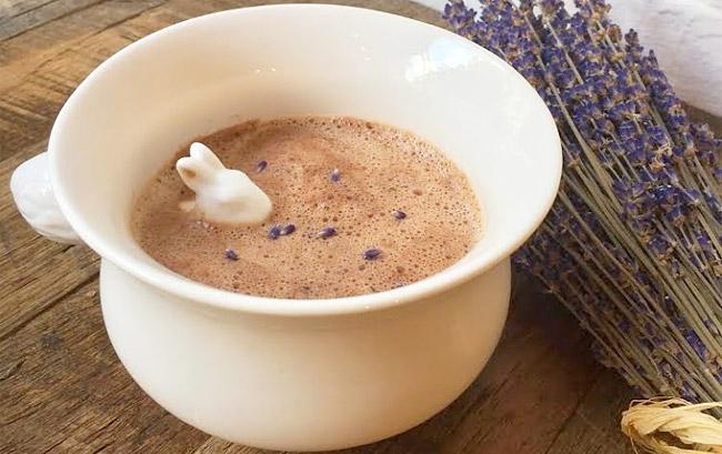 Maman's Lavender Hot Chocolate | © Maman
