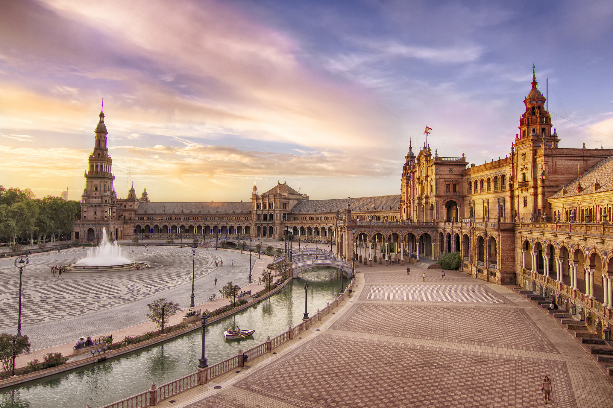 A History Of Seville's Plaza De España In 1 Minute