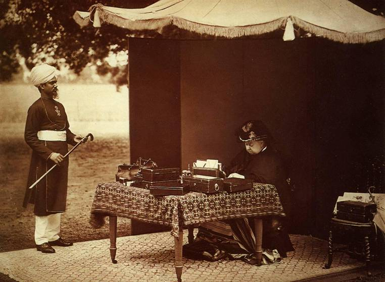 Queen Victoria with Abdul Karim|Wikicommons