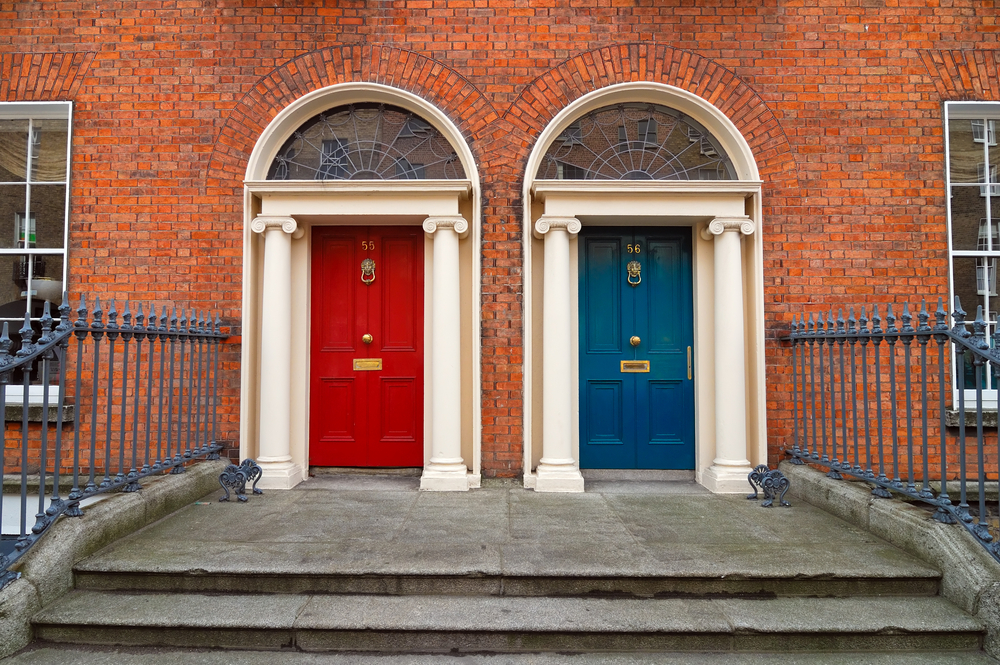 Typical Dublin Doors © nhtg / Shutterstock & Dublinu0027s Coloured Doors: From Trend To Trademark