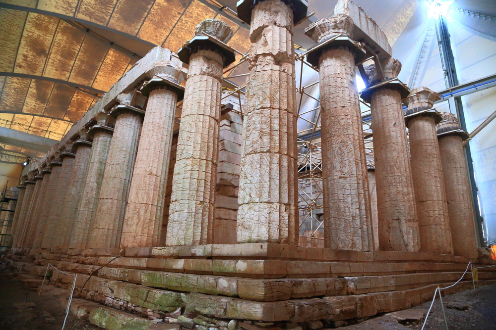 Well preserved ruins of the temple of Apollo protected by large canopy in Bassae, Greece © Inu / Shutterstock
