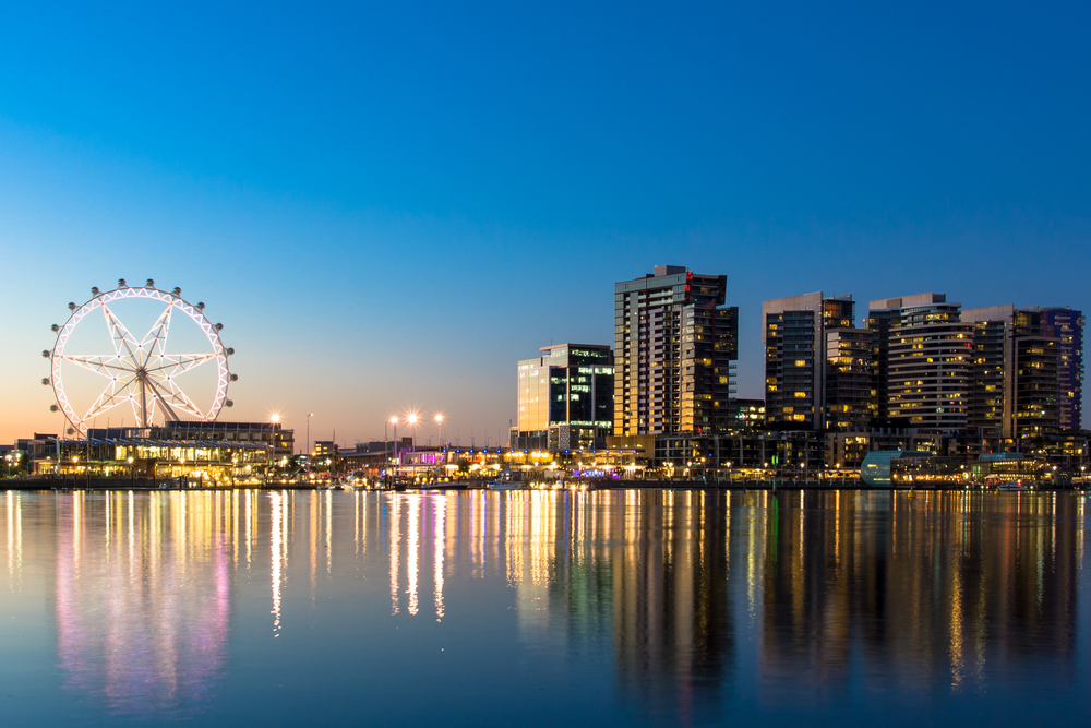 The Docklands & 'Melbourne Star Ferris Wheel on the waterfront of Melbourne, Australia at sunset © Scottt13 / Shutterstock