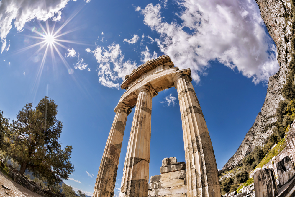 Delphi with ruins of the Temple in Greece | ©Samot / Shutterstock