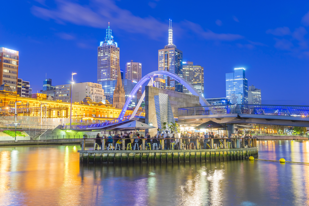 Ponyfish Island cafe, a restaurant bar surrounded by water, in Melbourne, Australia at twilight © Sunflowerey / Shutterstock