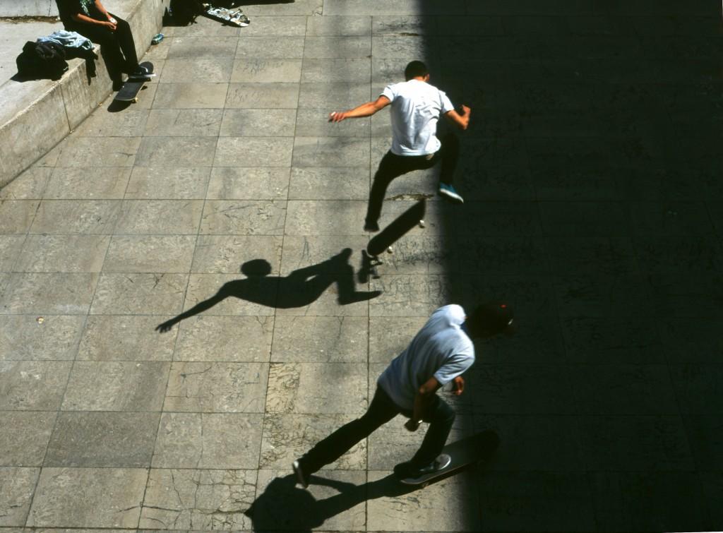 Skateboarders at the Palais de Tokyo │© Clément