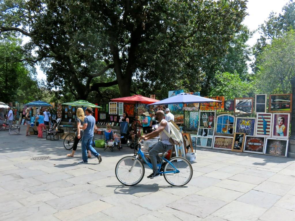 Local art vendors at Jackson Square, courtesy of Rebeca Trejo