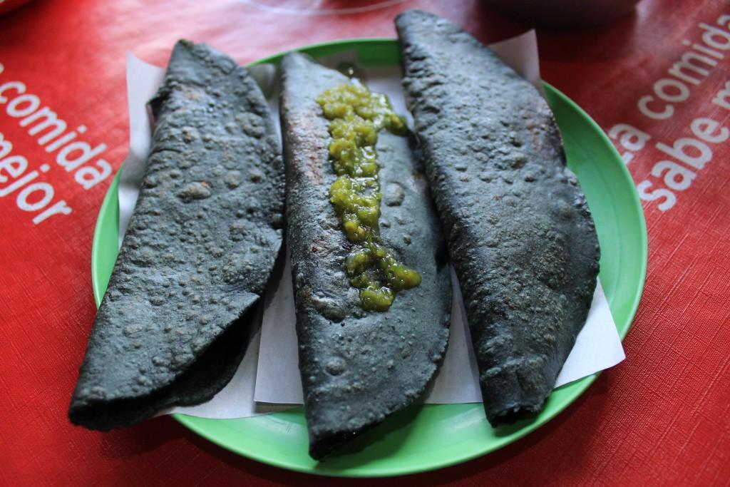Quesadillas made with masa azul | © Diógenes ;)/Flickr