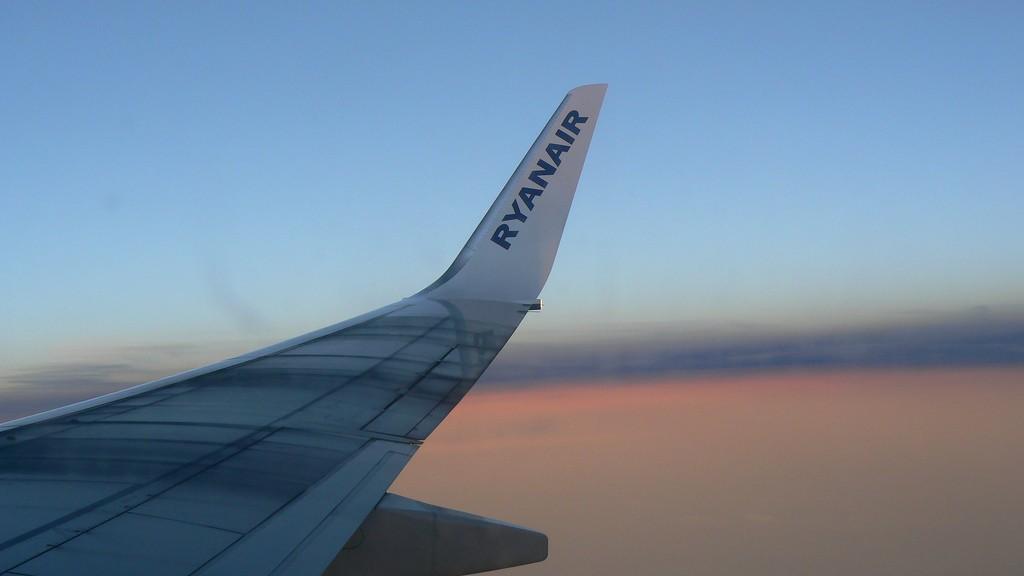 Ryanair wing   © Michell Zappa/Flickr