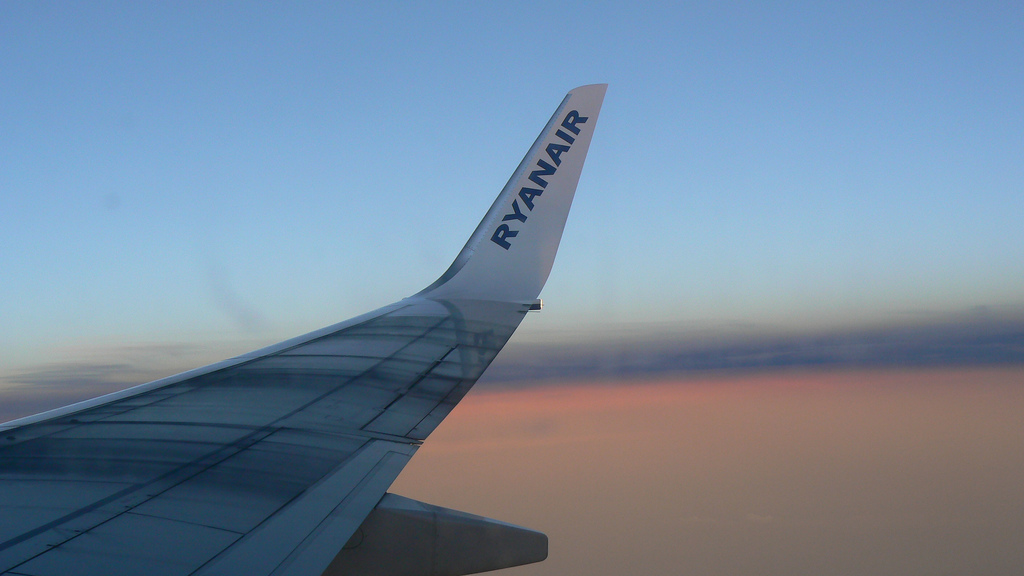 Ryanair wing | © Michell Zappa/Flickr
