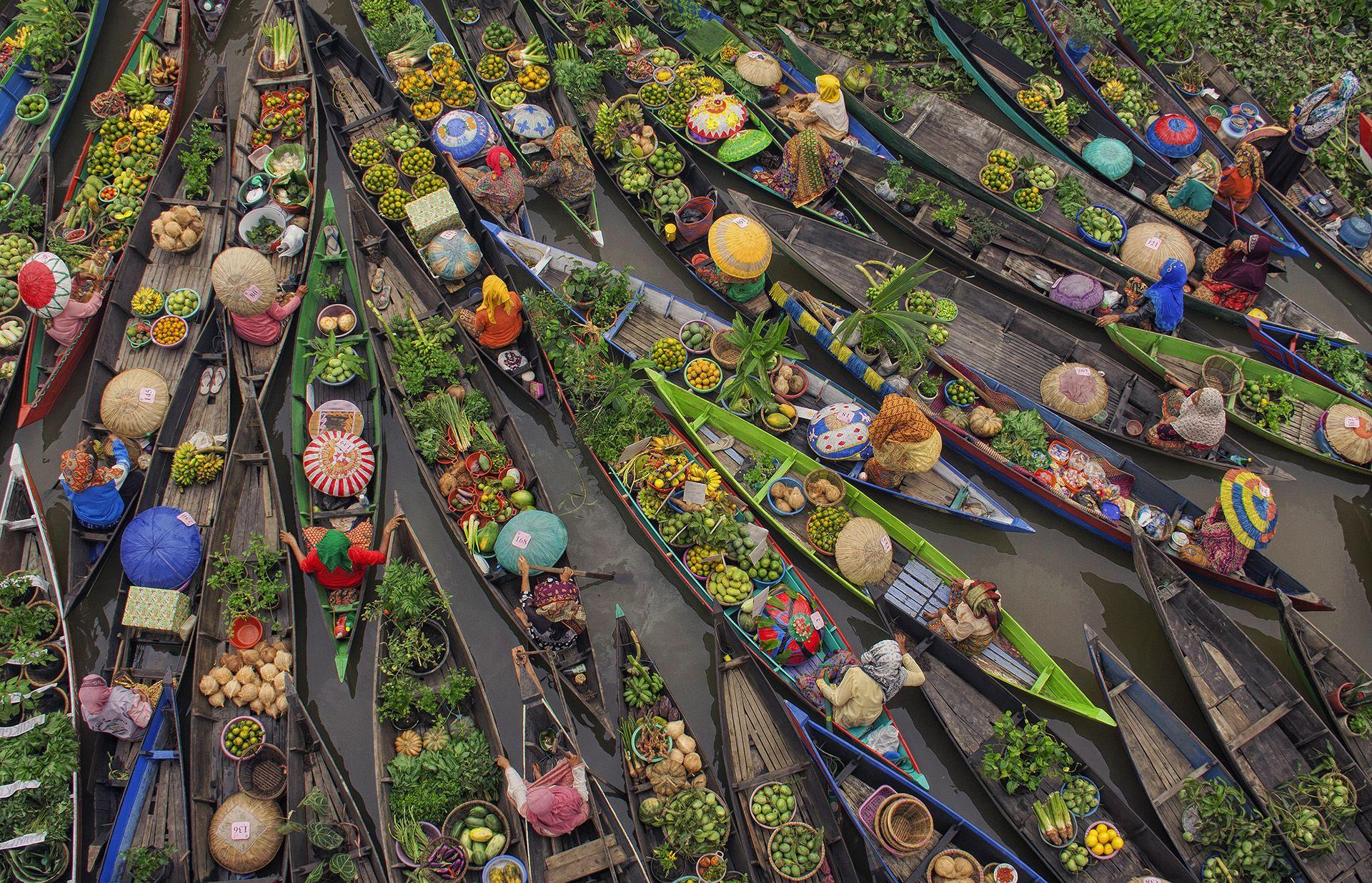 South Borneo Floating Markets © Antonius Andre Tjiu