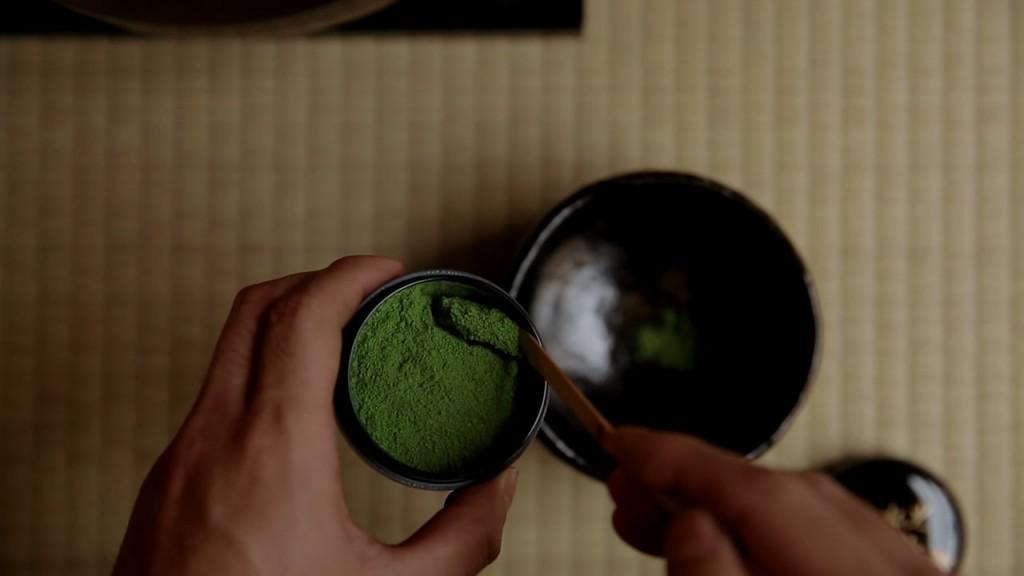 Wooden scoop for the matcha | © Saneyuki Owada/Vimeo