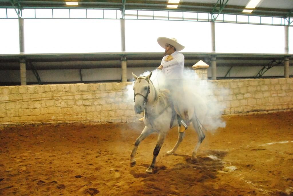 All white charro | © La Voz de la Charrería/Flickr