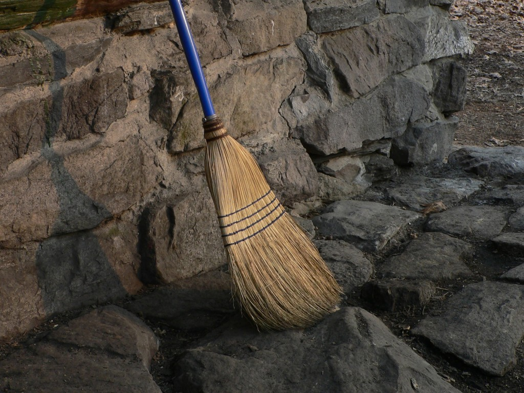 Sweep the house | © 1024greenstreet/Flickr