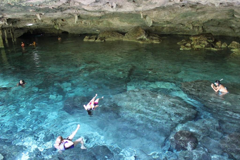 Cenote Dos Ojos | © Oswaldo Rubio/Flickr