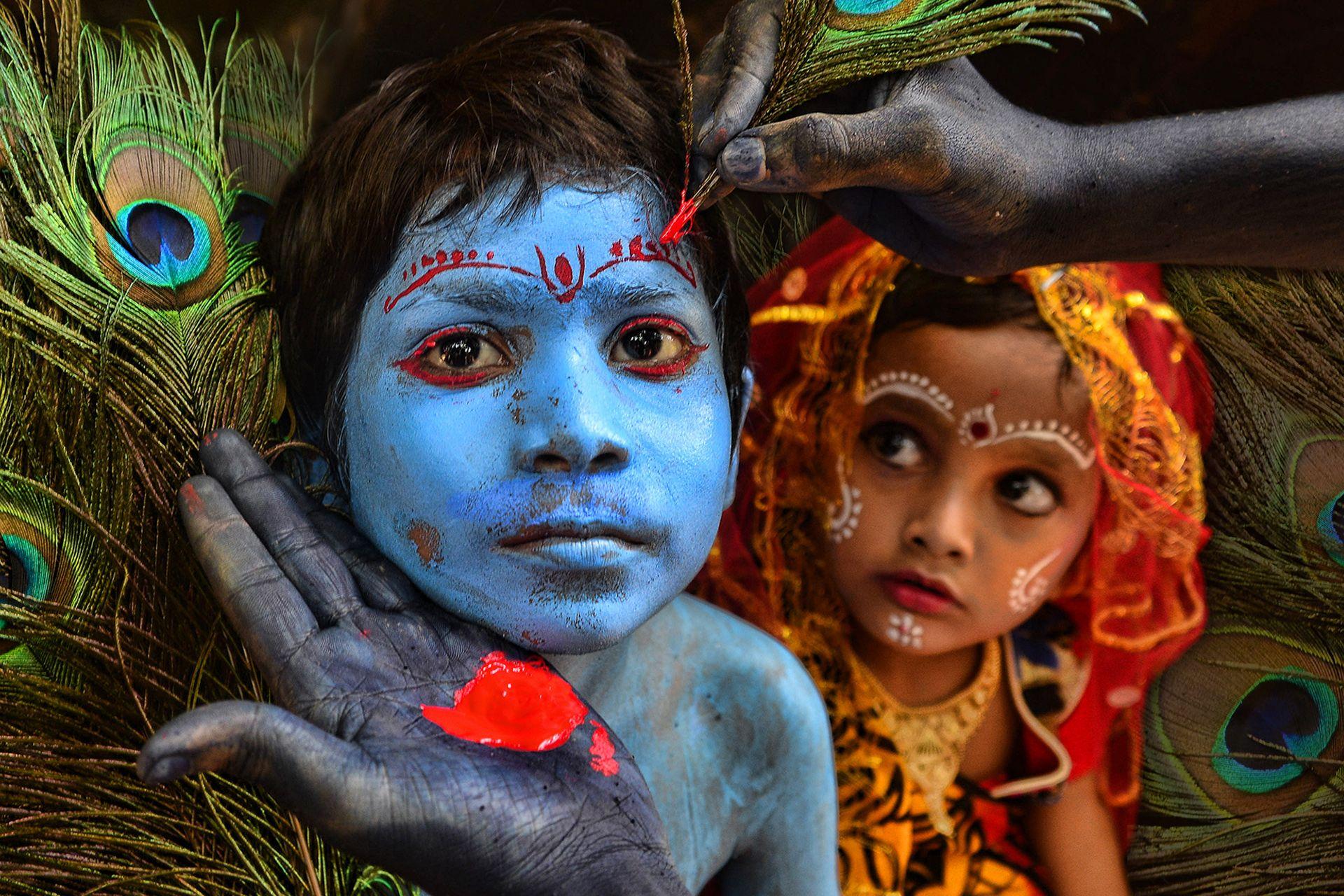 Boy painted as Krishna in India © Sanghamitra Sarkar