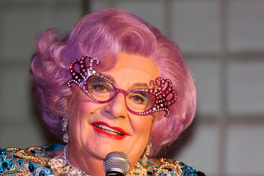 Dame Edna (7105779617) © Eva Rinaldi/WikimediaCommons