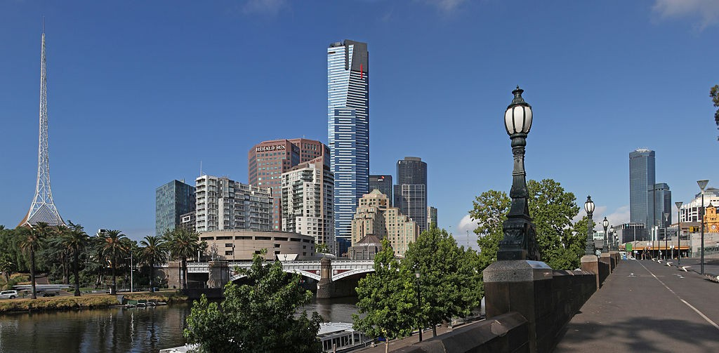 Eureka Tower and Yarra River - Melbourne © Donaldytong/WikimediaCommons