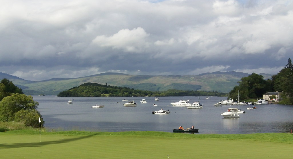 17th Green Of Loch Lomond Golf Course | © John Fielding/Geograph