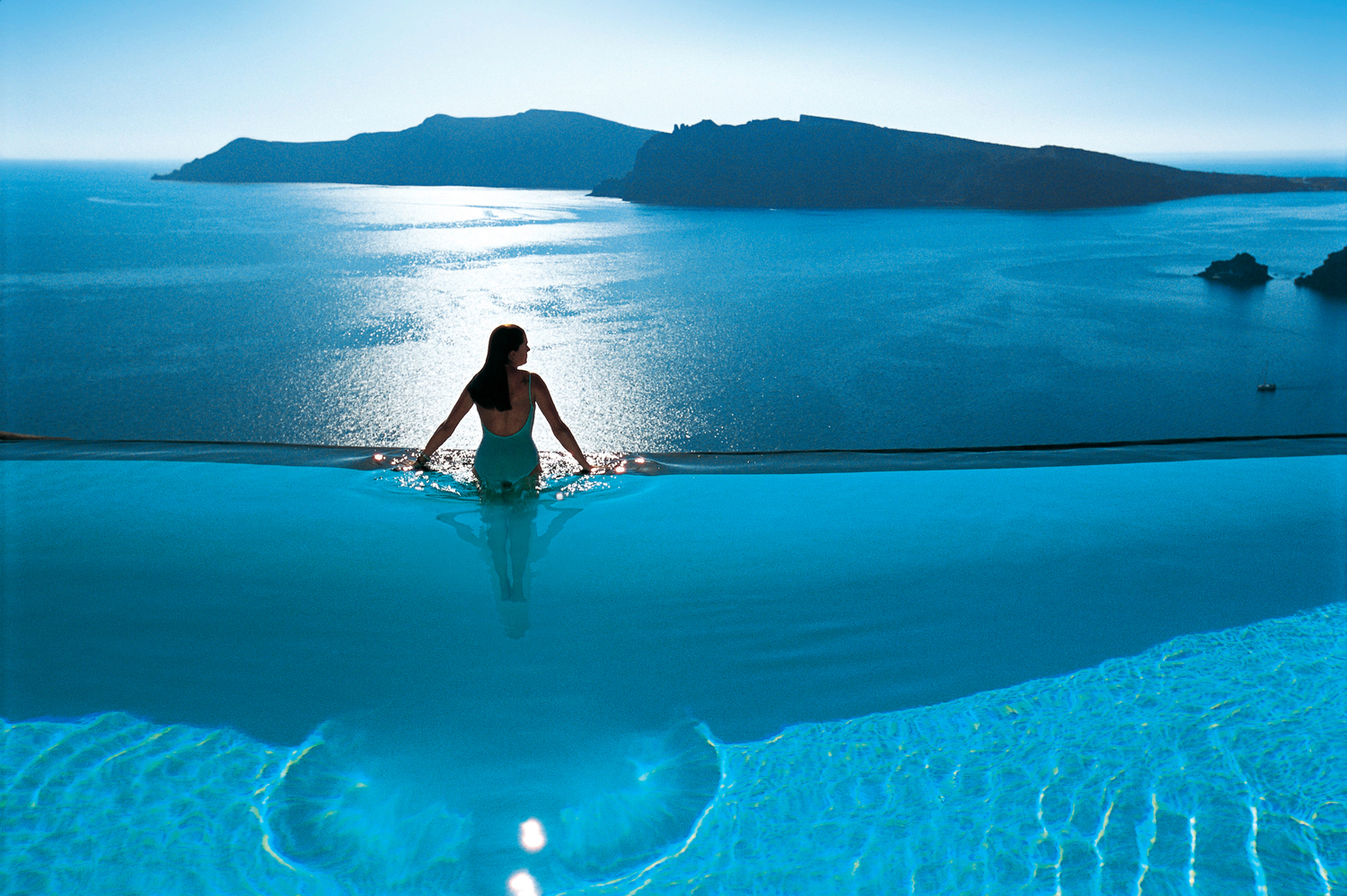 The best infinity pools in greece for Piscine de reve
