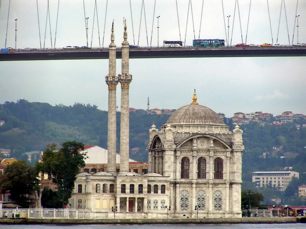 Ortaköy Cami/Wikimedia Commons