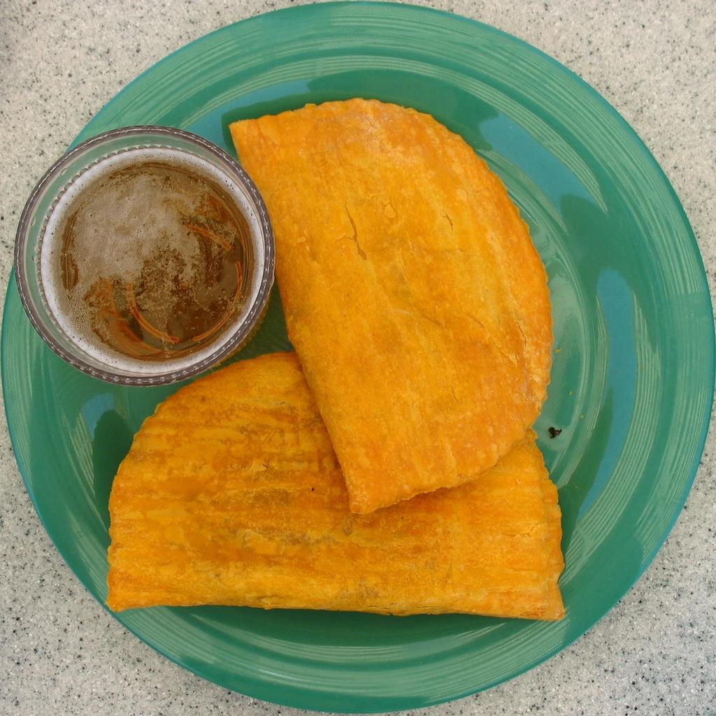 Jamaican patties and Redstripe | © Ritcharnd Moskowwikicommons
