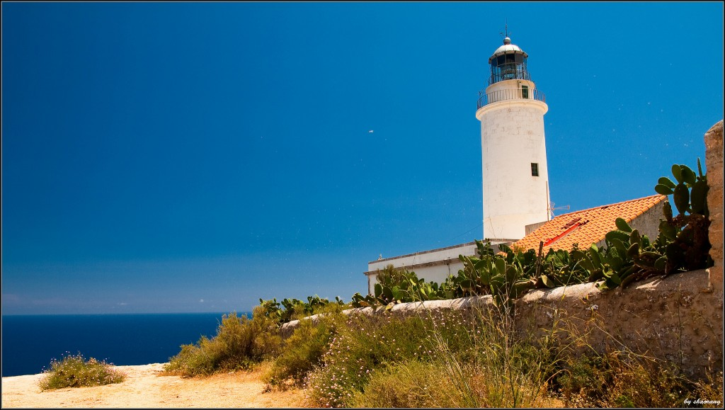 La Mola lighthouse, Formentera | ©shaorang https://www.flickr.com/photos/shaorang/9138995898