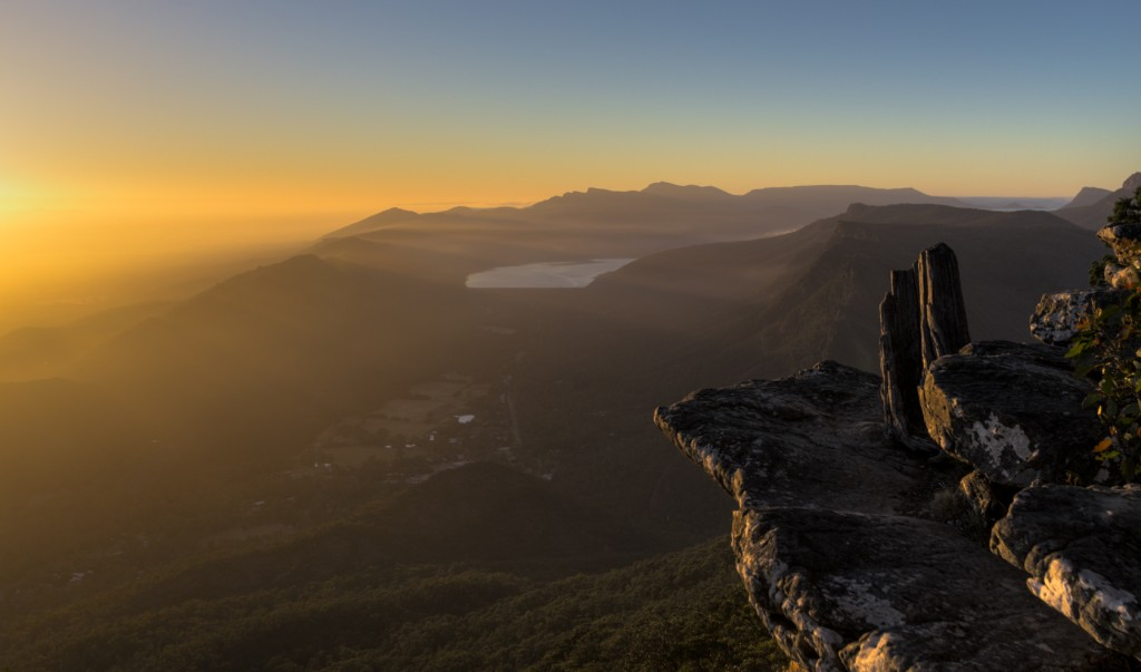 Morning light, The Grampians © dtracorp/WikimediaCommons