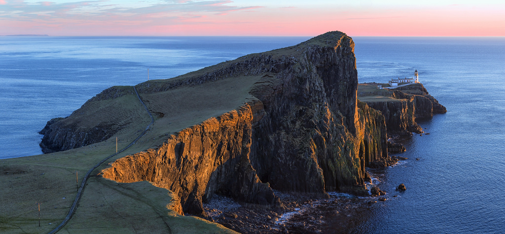 Neist Point Lighthouse, Isle of Skye | © john mcsporran/Flickr