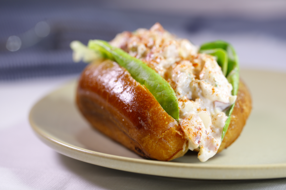 Lobster Roll | © Marc Piscotty/Courtesy of Stoic & Genuine