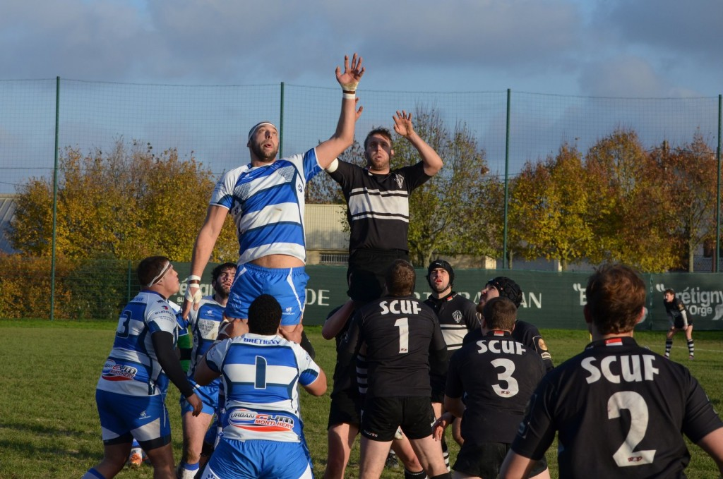 SCUF and Rugby Club Sportif de Brétigny going in for a lineout │© Rugby Club Sportif de Brétigny