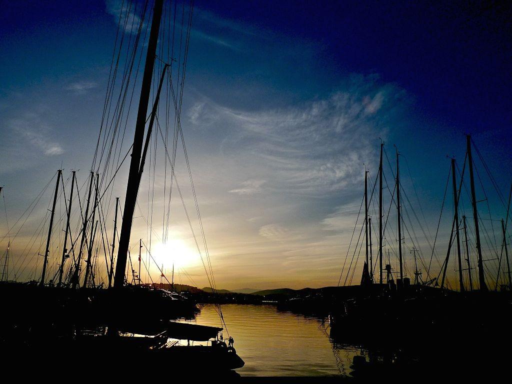 Sunset at Alimos Marina, Athens | © s9-4pr/WikiCommons
