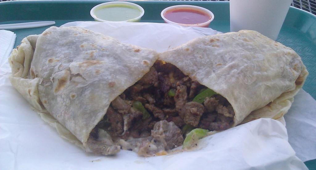 Carne asada burrito © Dougk49/Wikipedia