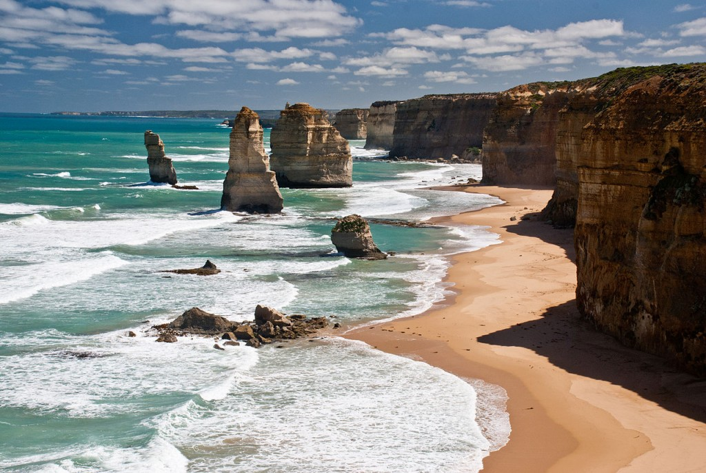 The twelve apostles Victoria Australia 2010 © Richard Mikalsen/WikimediaCommons