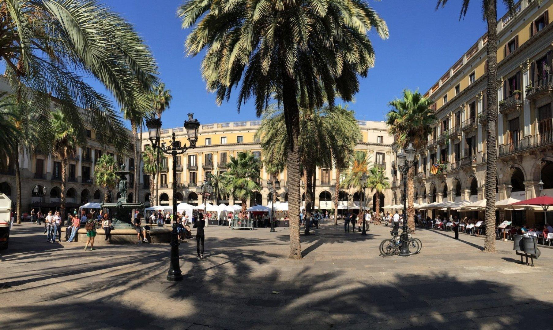 The Plaça Reial | © TJ DeGroat