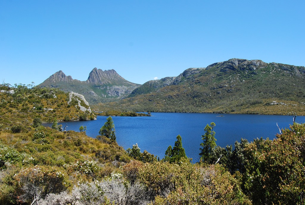 "cradle mountain: a ""pedraforca"" in tasmania? el pedraforca de tasmània? © Nicolás Boullosa/Flickr"