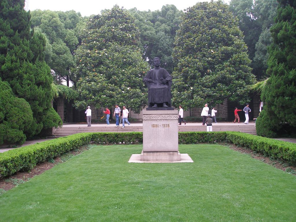 Statue of Lu Xun in Shanghai | politizer/Flickr