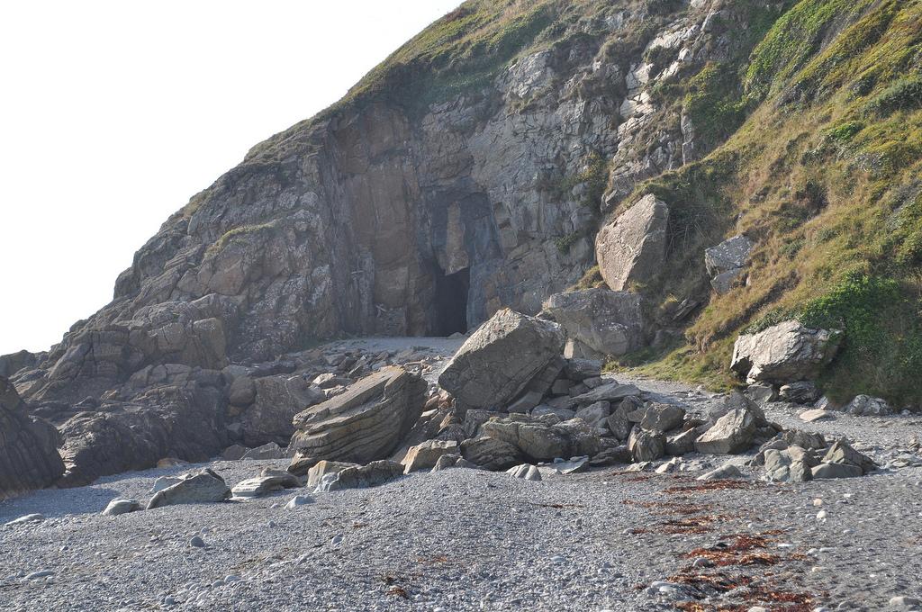 Entrance To St Ninians Cave | © Jonthan Hollander/Flickr