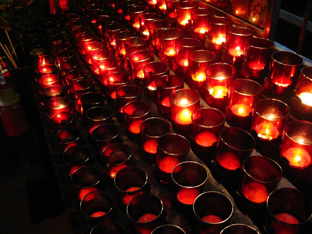 Votive candles | © Luke Jones/Flickr