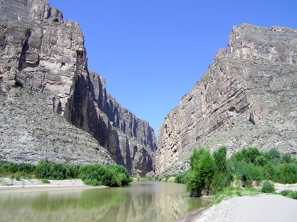 Santa Elena Canyon in Big Bend National Park © National Park Service Digital Image Archives/Wikicommons