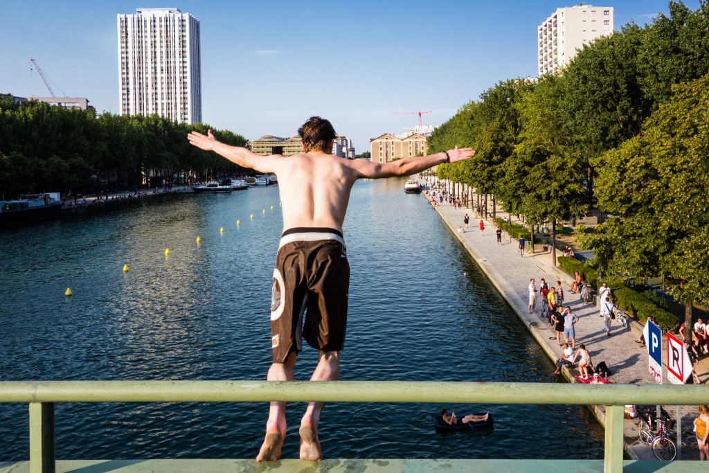 Diver at the Canal Saint-Martin│© Olivier Ortelpa