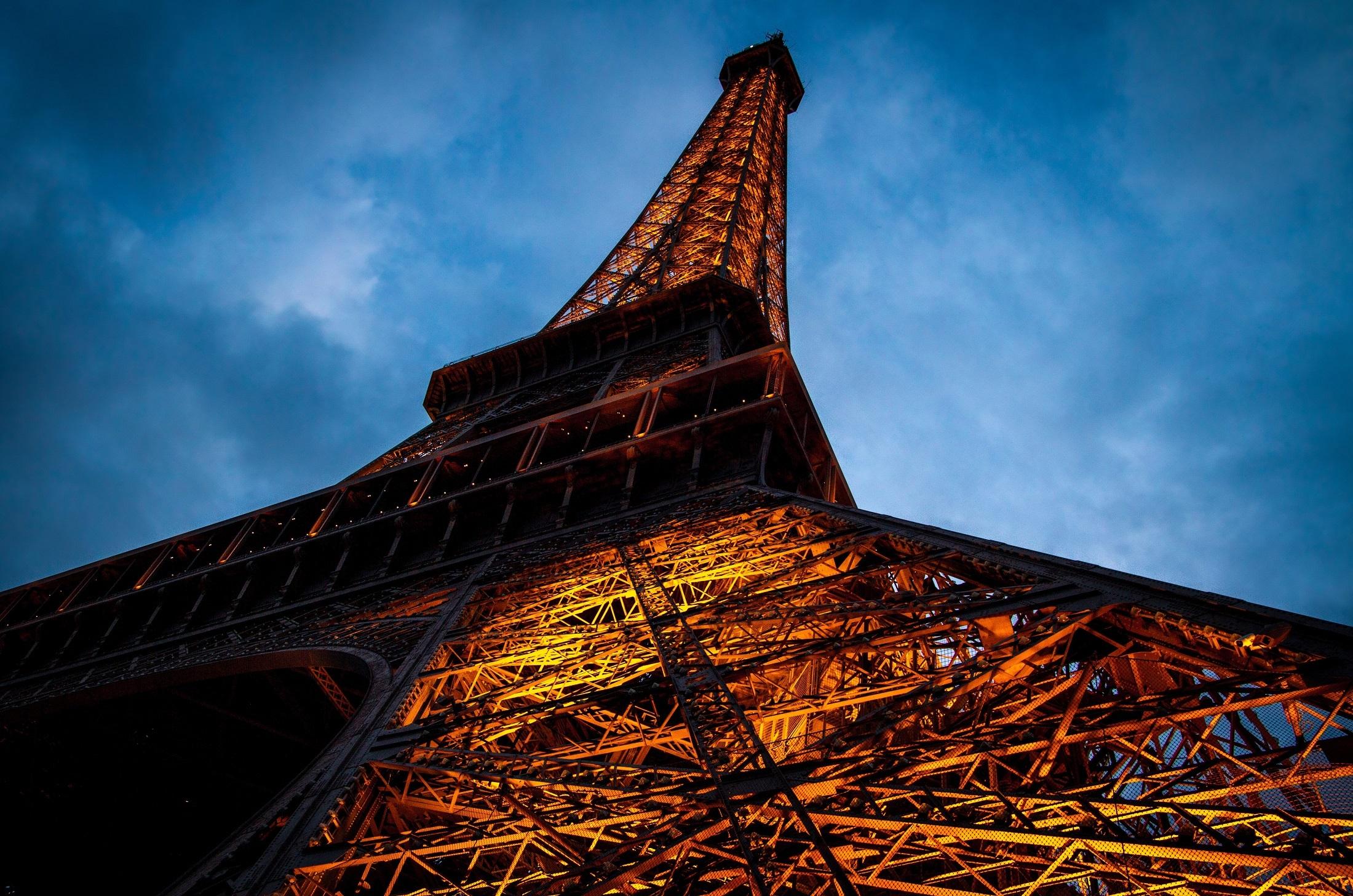 eiffel-tower-paris-monument-symbol-161829