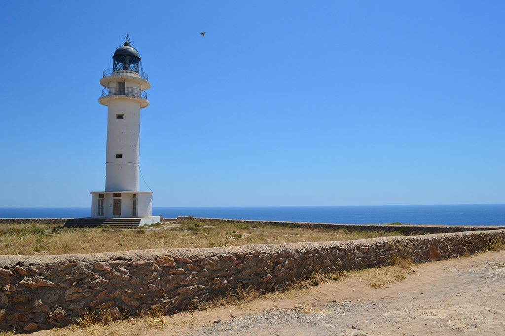 Es Cap de Barbaria lighthouse, Formentera | ©Ireireire / Wikimedia Commons