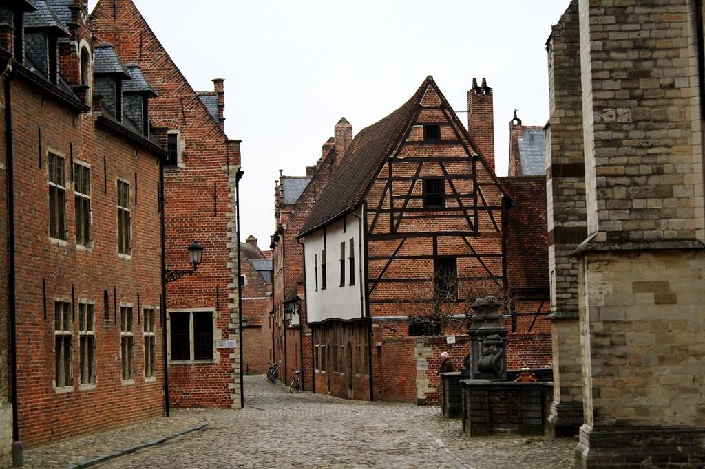 Leuven's grand beguinage   © Jean & Nathalie/Flickr
