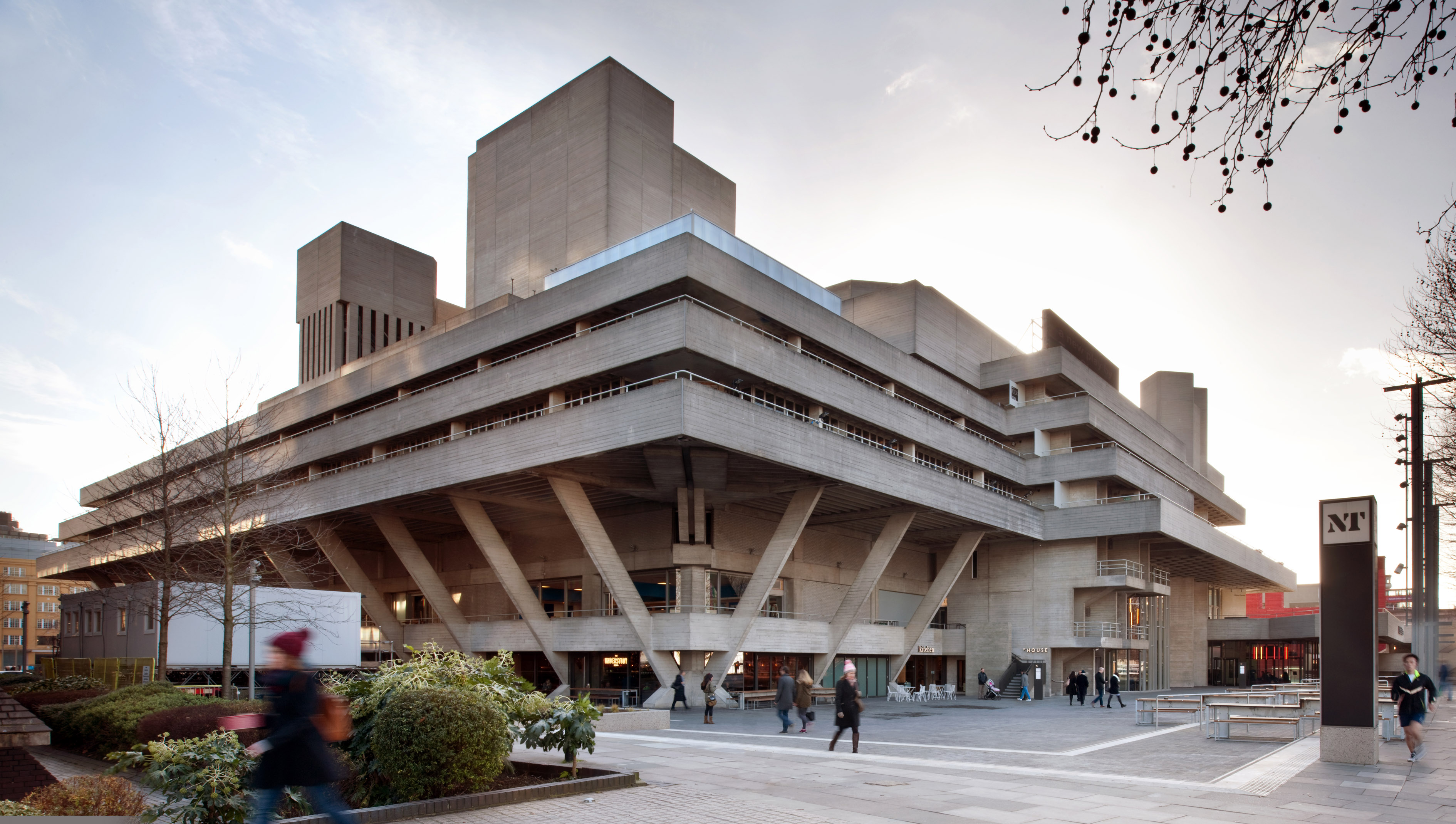 A walking tour of the best brutalist architecture in london for Architecture londres