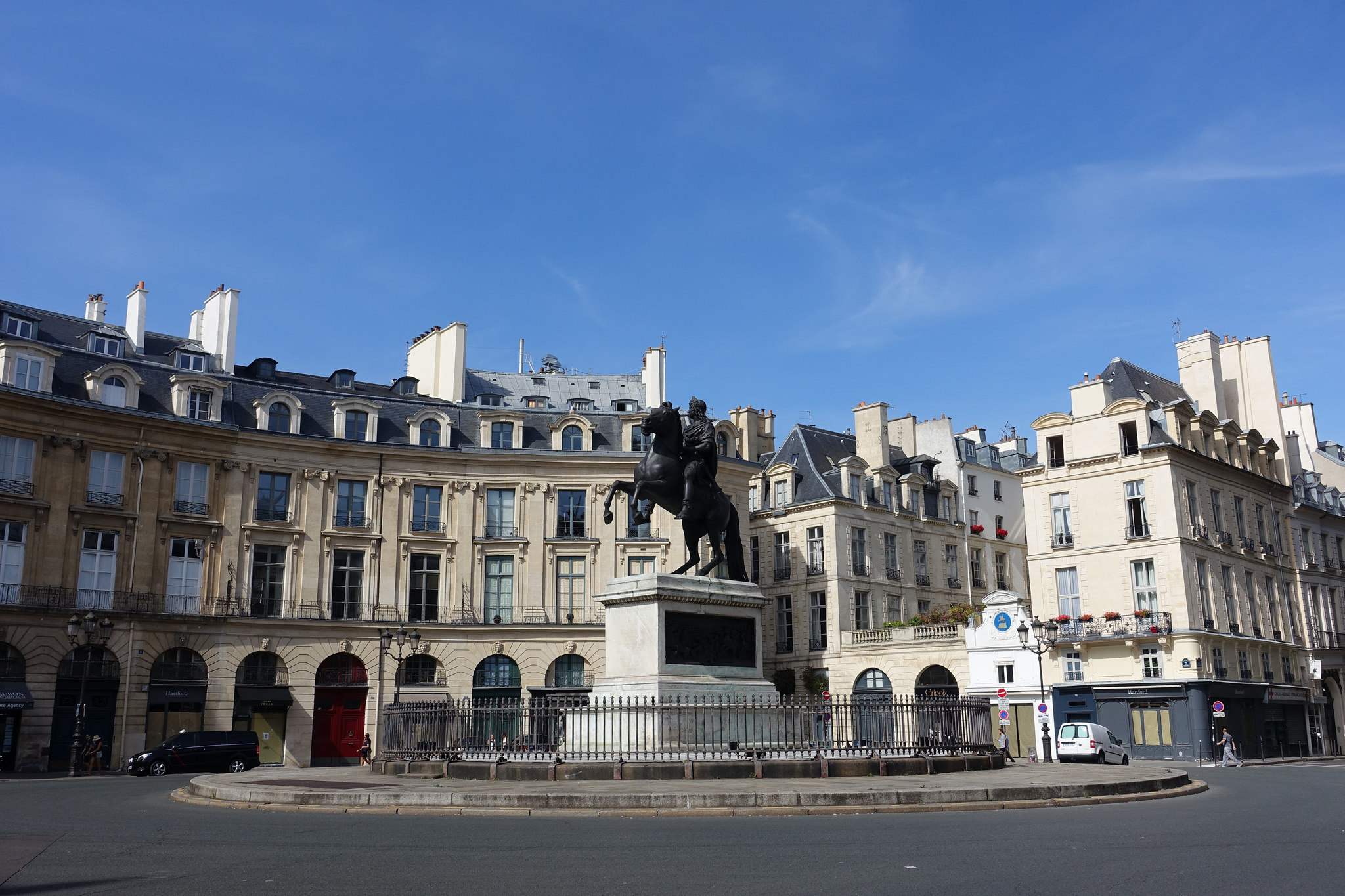 10 traces of france 39 s colonial past in the streets of paris - Place des victoires metro ...