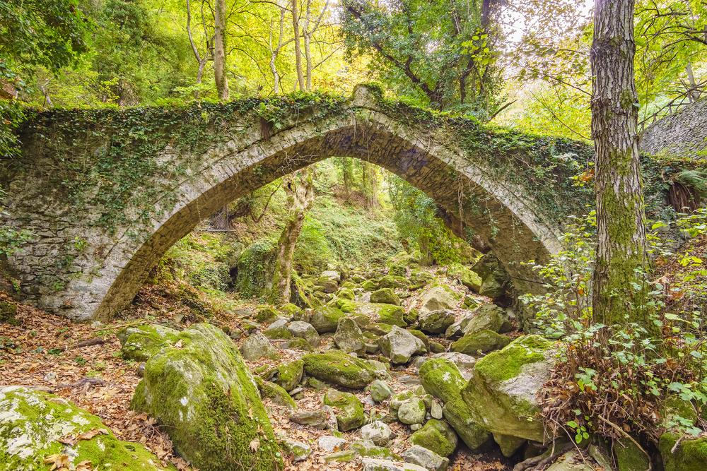 Bridge in Tsagarada and one of the most beautiful sightseeing of Pelion mountain. Magnesia - Greece © Kotsovolos Panagiotis / Shutterstock