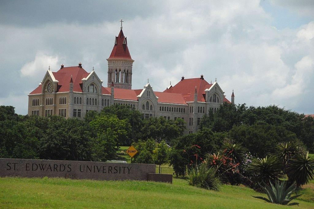 St. Edwards University © Jeff Fearing, SEHS '67/WikiCommons